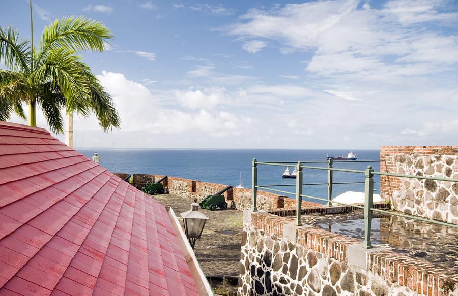 Blick auf die Orange Bay, Fort Oranje auf Sint Eustatius